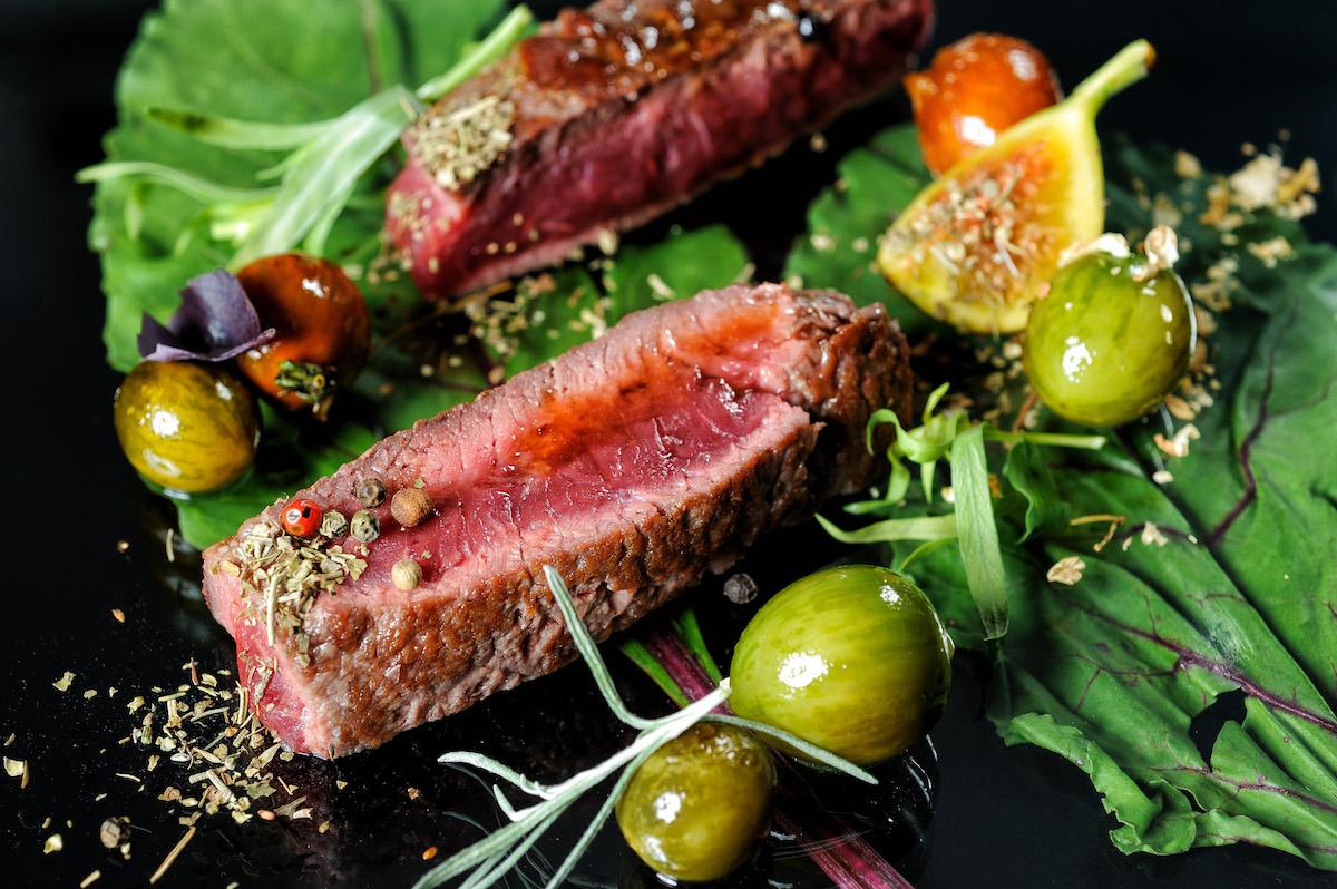Rump steak with sauté cherry tomato-web