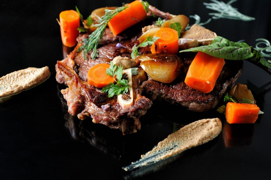 T-Bone steak with roasted carrots and onions-web